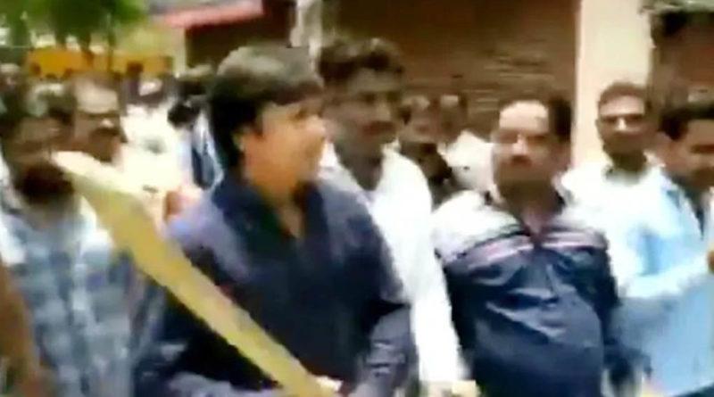 akash vijayvargiya beats indore municipal employee