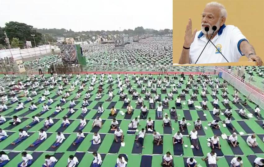 pm narendra modi reached ranchi for 5th international yoga day