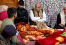 केन्द्रीय गृहमंत्री अमित शाह (Amit Shah) ने नवगांव में शहीद इंस्पेक्टर के परिवार से मिले और पत्नी फातिमा को दी सरकारी नौकरी..